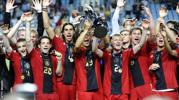 ME 2015 do lat 21 – Niemcy kontra Serbia.